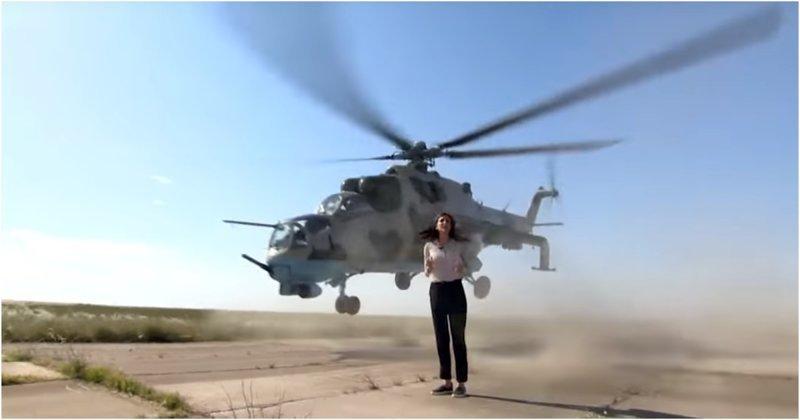Журналистка рискнула жизнью во время репортажа о военных вертолетах ynews, азербайджан, в мире, вертолет, видео, журналист, повезло, репортаж