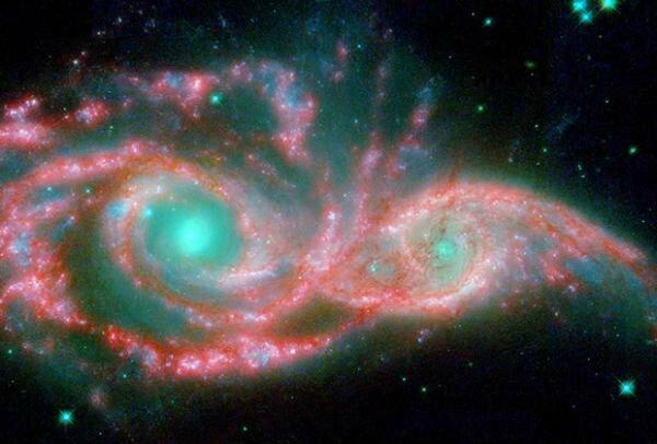 Слияние двух галактик похоже на злое лицо :)