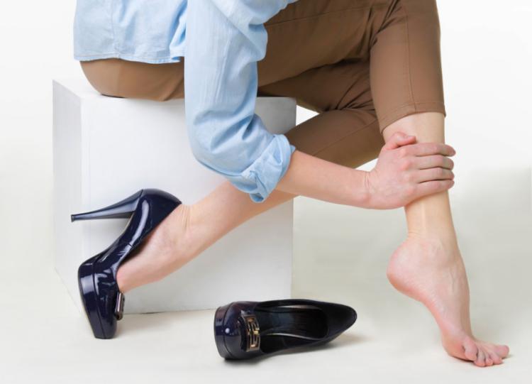 Когда стоит бить тревогу: 6 неочевидных признаков варикозной болезни ног