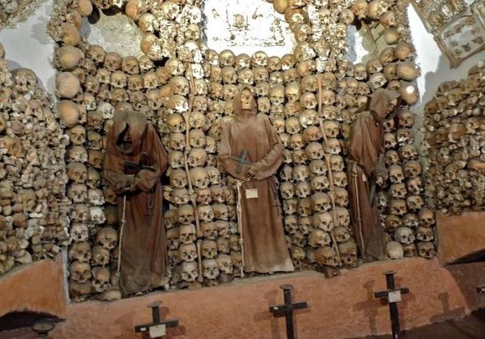 Santa Maria della Concezione - церковь, украшенная человеческими останками.