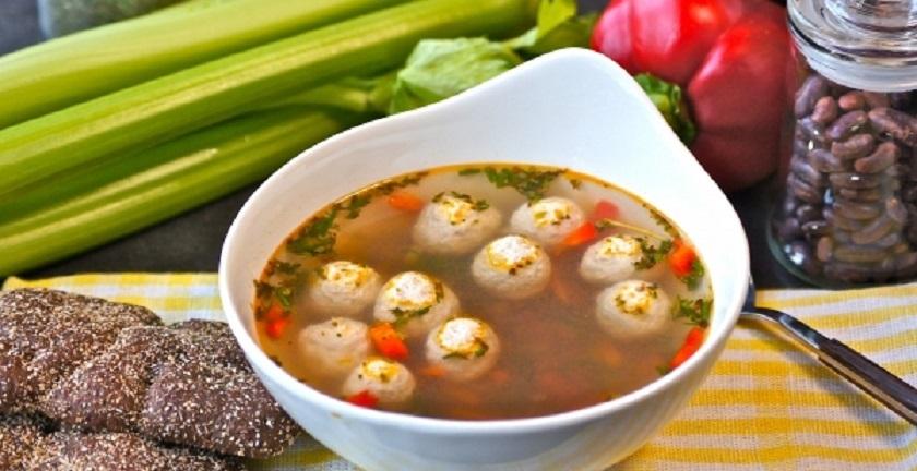 Суп с фрикадельками и фасолью: легкий и полезный обед для всей семьи