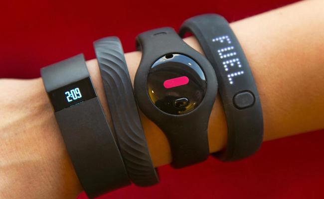Смарт-часы или фитнес-браслет: чем отличаются и что выбрать
