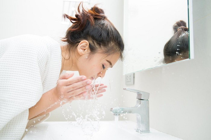 Наносить крем нужно через 10 секунд после выхода из душа. / Фото: Prettycosmetics.ru