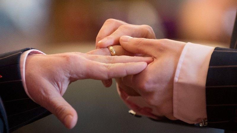 Два друга-натурала из Ирландии собрались пожениться, чтобы не платить налог за наследство