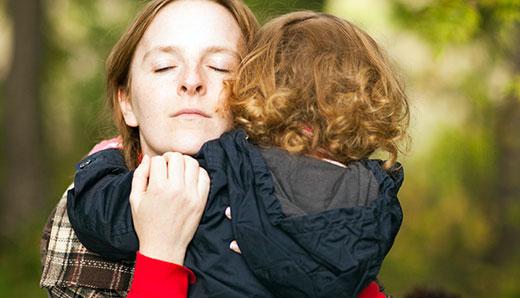 Объятия - способ успокоить малыша