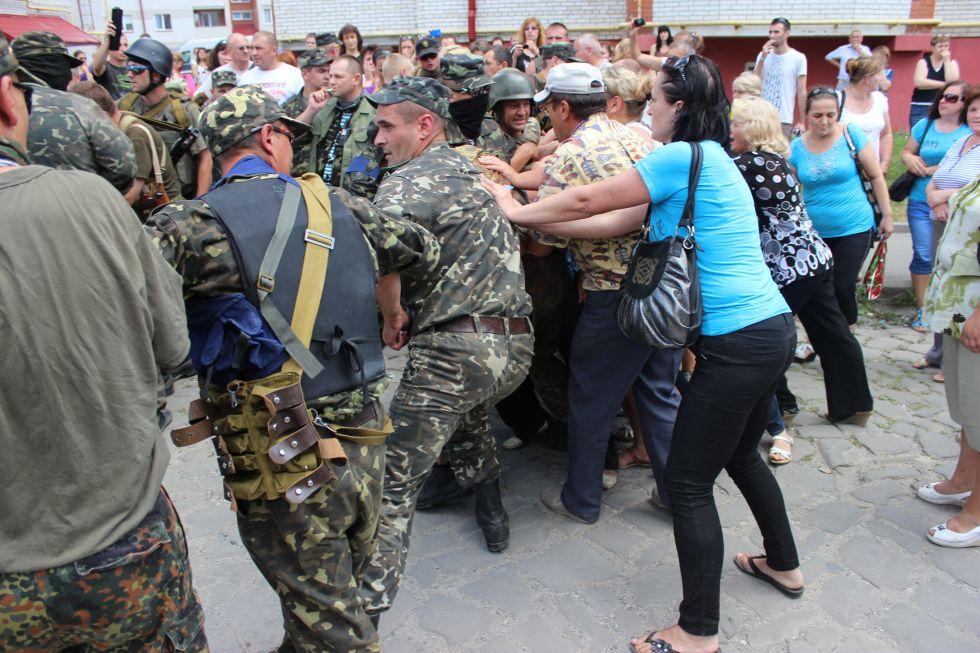 Облавы и избиения на Украине…