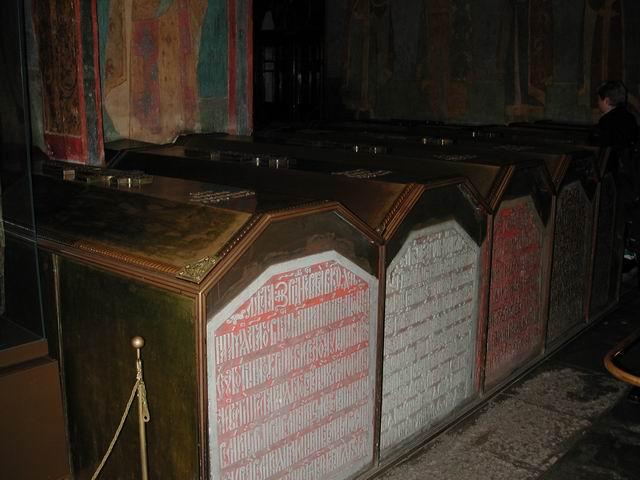 В этом соборе были похоронены многие русские князья и цари