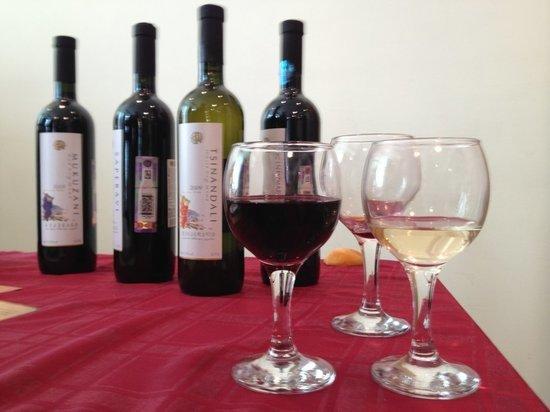 Виноделы попросили Путина ввести сборы на импортное вино