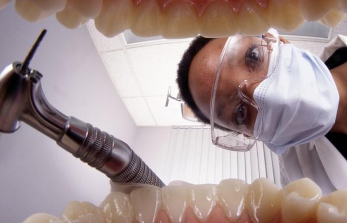 7 простых пищевых привычек, которые помогут избежать кариеса и зубной боли