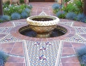 Ландшафтный дизайн участка с мавританской плиткой