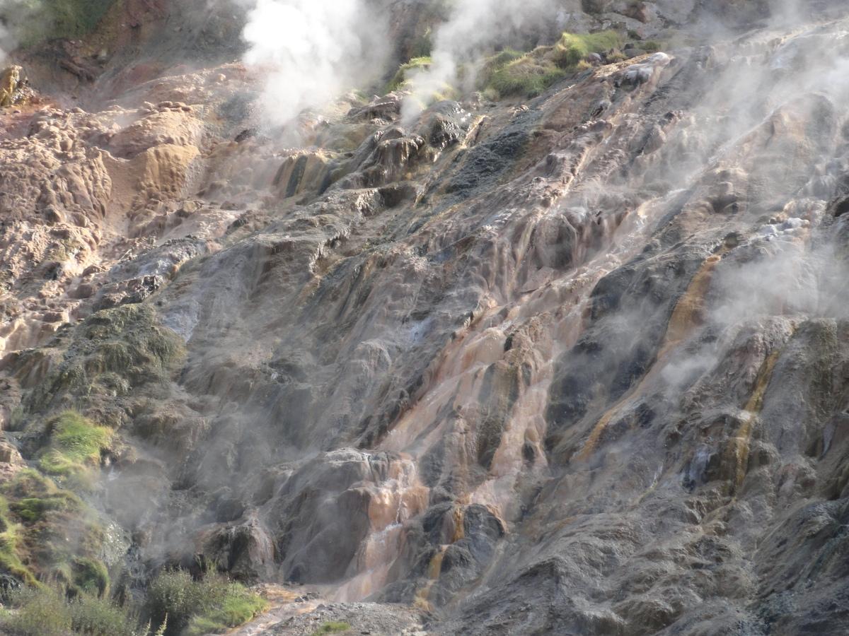 Долина гейзеров. Грязевой водопад.