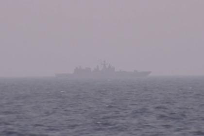 Появилось фото «любезной» слежки российского фрегата за американским авианосцем