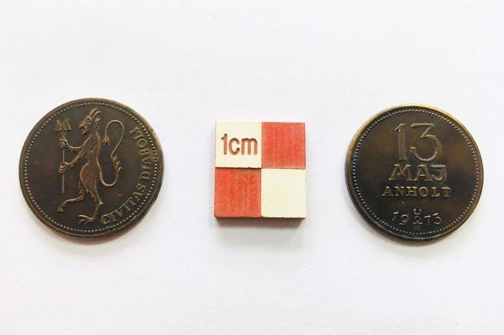 Археологи нашли странные монеты с изображением Дьявола Источник
