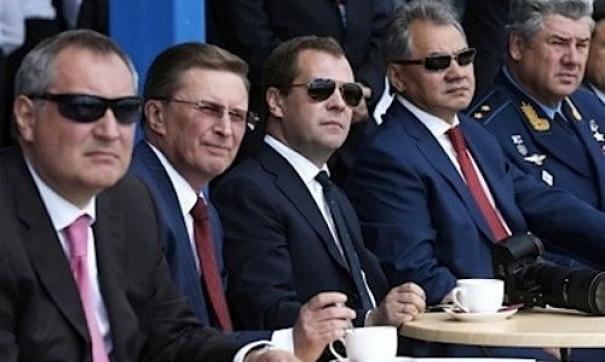"""""""Будем стабильно наращивать подводную группировку спутников"""": Рогозин сообщил о создании оперативного штаба для обеспечения работы ОПК в условиях санкций"""