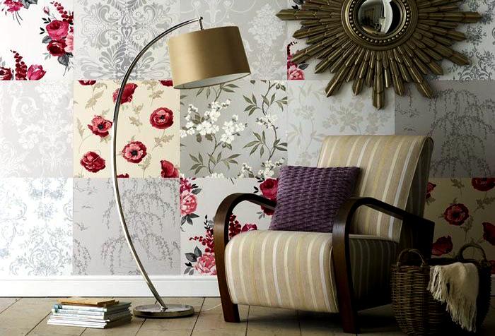 Лоскутное комбинирование обоев в гостиной.   Фото: Domovod.guru