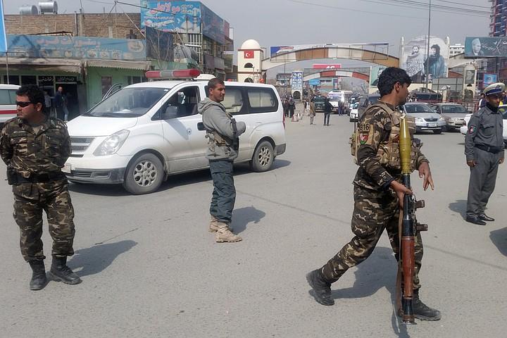 Смертник подорвал себя на мине в Афганистане, есть жертвы
