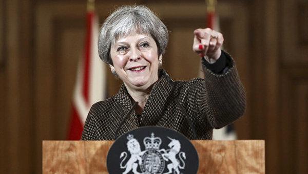 """Тереза Мэй срочно меняет тему: британский политолог связал новые темы Британии с провалом """"неуклюжих"""" ударов по Сирии"""