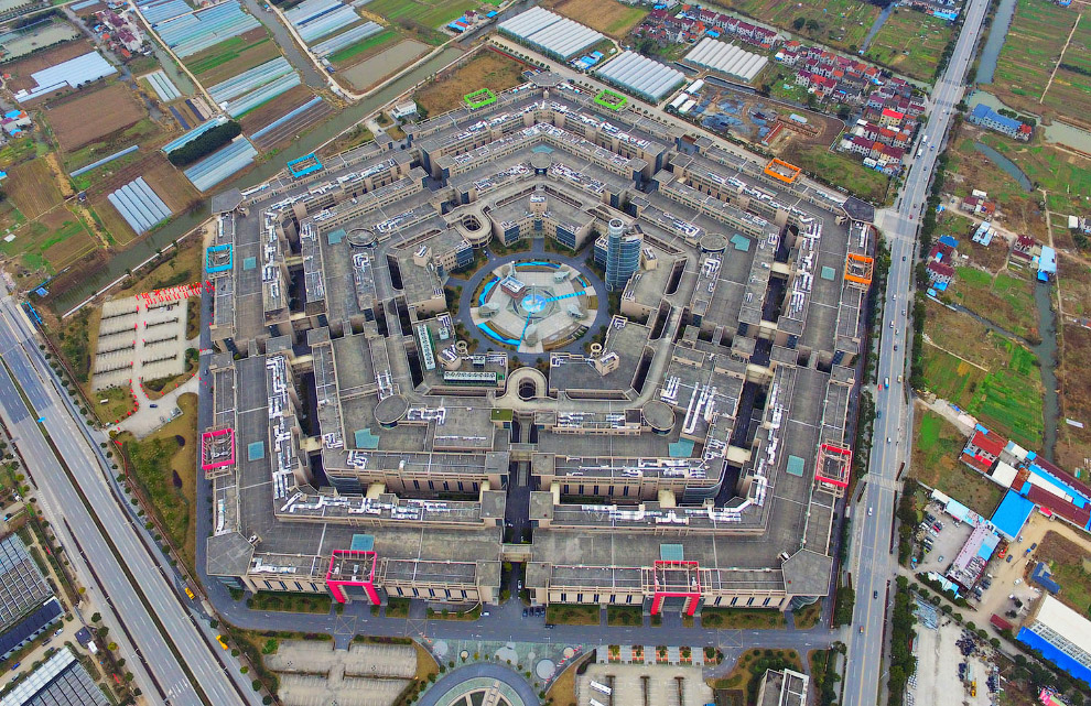 Торговый центр Shanghai Pentagonal Mart