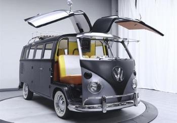 """Хиппи-фургон Volkswagen превратили в машину из фильма """"Назад в будущее"""""""