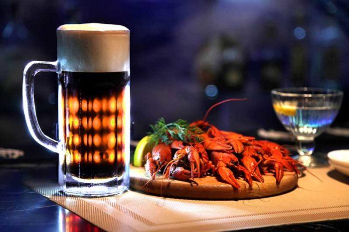 10 способов, которыми нас обманывают бармены