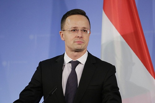 """Венгрия пригрозила оставить Украину без ЕС на фоне """"паспортного скандала"""""""