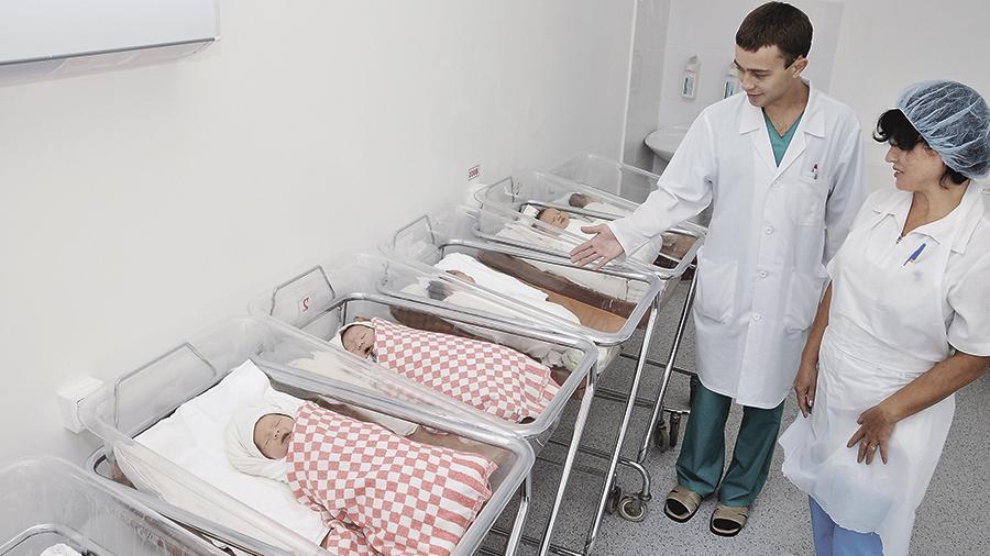 Кому памперс,кому чепчик: Минпромторг определился с основой подарка для новорожденных