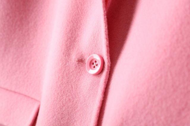 Зачем на производстве зашивают карманы пальто и пиджаков?