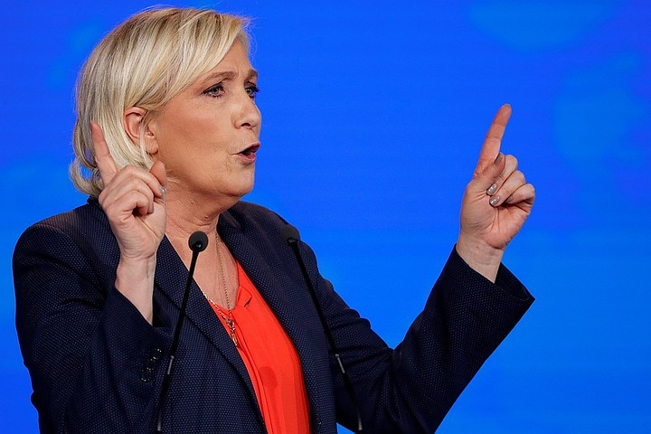 Ле Пен назначили психиатрическую экспертизу из-за публикации в Твиттере