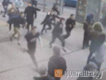 Война детей. Школьники с пистолетами и битами устроили встречу в Рыбацком
