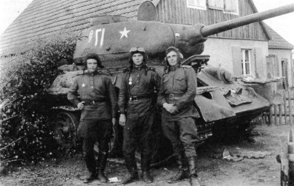 «Когда мы видели его, то сразу разбегались»: Немцы о том, зачем на ствол Т-34 русские вешали ведро