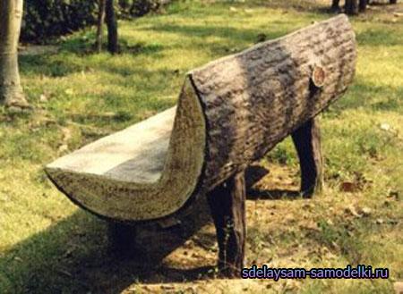 Деревянная лавочка из бревен