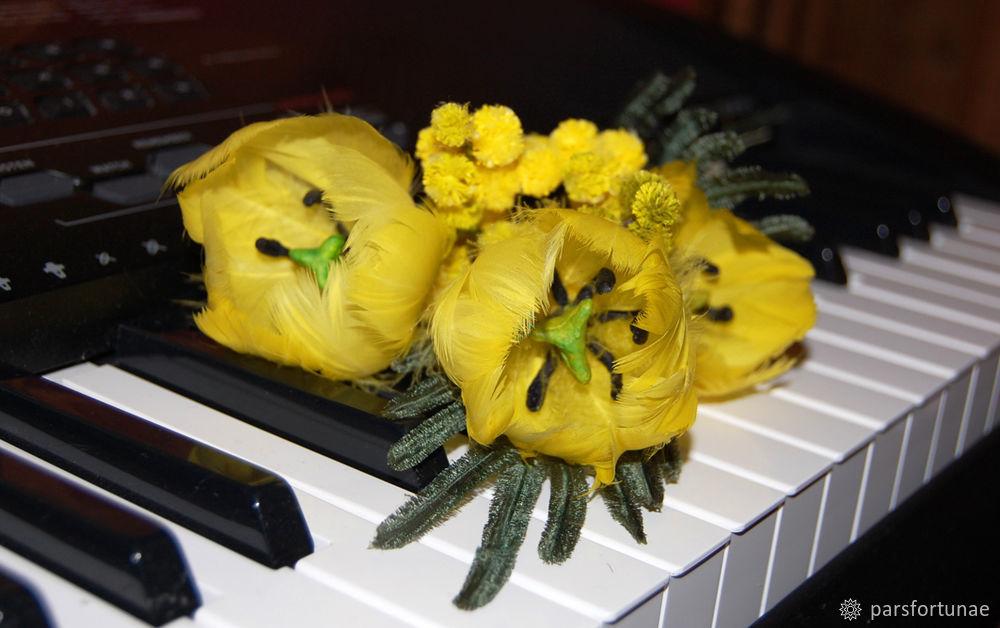 Солнечный тюльпан из перышка. Украшение на Пасху!