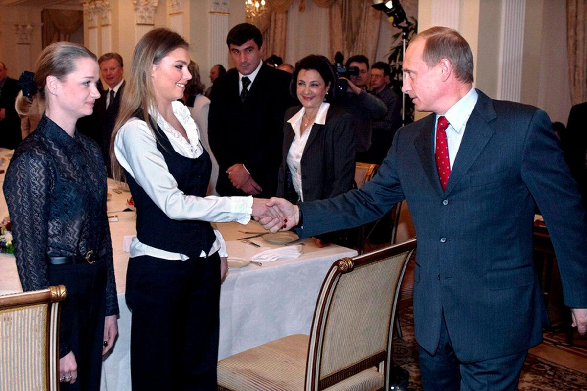 А Путин-то на своей женится