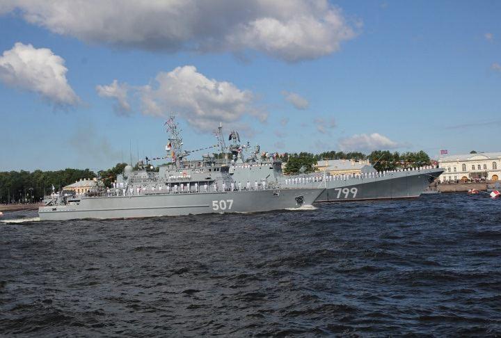 Атомный крейсер «Петр Великий» прибыл в Кронштадт для празднования дня ВМФ