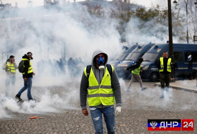 Беспредел в Париже, против бастующих применяют отравлящий газ