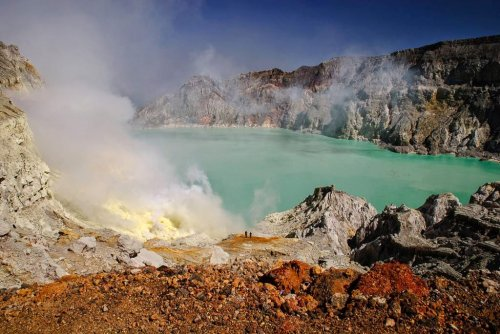 Иджен: Вулканическая серная …