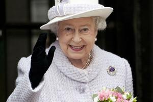Шляпа королевы Елизаветы II не поместится в машину президента Франции