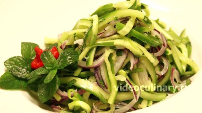 Пикантный салат из огурцов