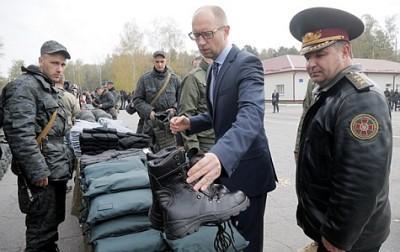 Яценюк зовет Порошенко в «ситуационую комнату» из-за убийства главы спецназа ГУР и кибератак