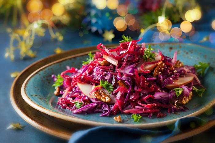 салат из красной капусты со свеклой