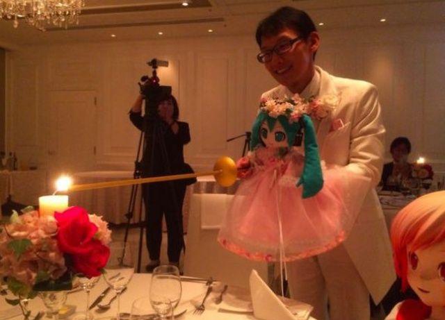 Фанат аниме женился на вирту…