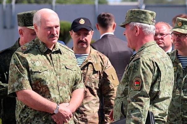 Лукашенко осмотрел участок границы с Украиной