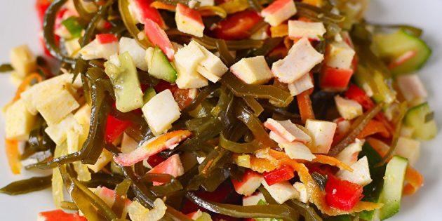 Рецепты: Салат из морской капусты с крабовыми палочками, яйцами и огурцом