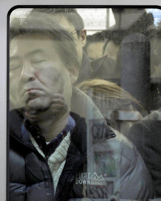 Как выглядит обычная давка в токийском метро