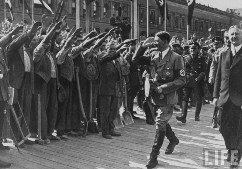 Жизнь Адольфа Гитлера в фотографиях