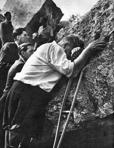 На руинах Брестской крепости через 20 лет. г. Брест. 1961 г.