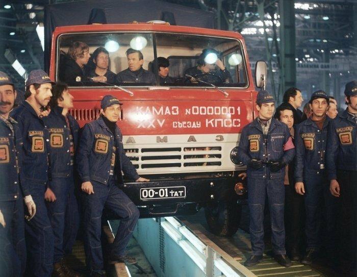 16.02.1976 с конвейера автозавода «КамАЗ» сошёл первый грузовик КамАЗ-5320, в девичестве американский International COF-220. интересно, история, фото