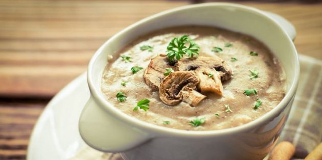 Грибной крем-суп с соусом бешамель