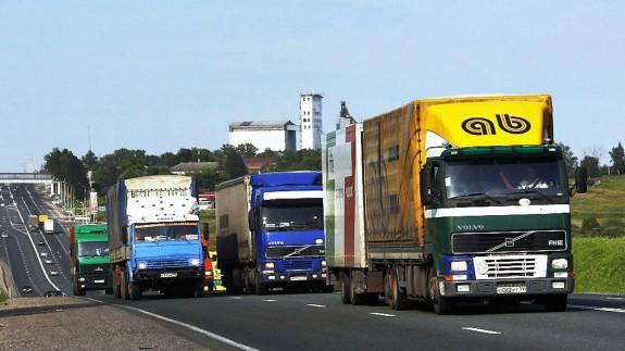 Сбор платы с грузовиков за вред дорогам отложили на год