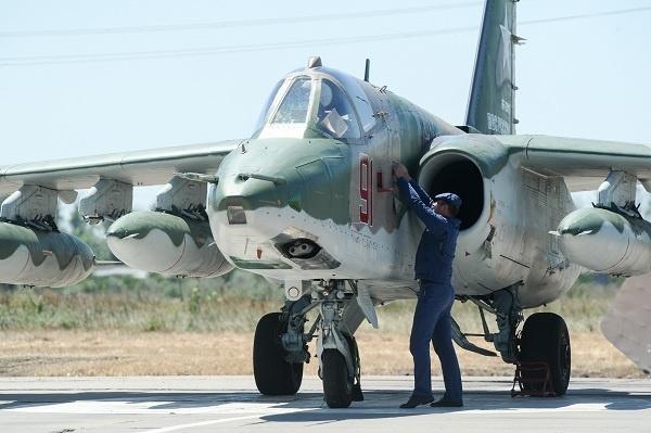 СМИ сообщили об истребителях над Керченским проливом, куда идут украинские корабли